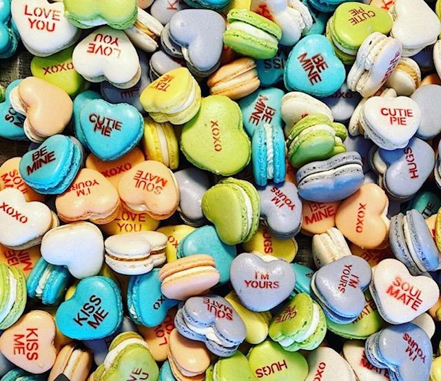 Valentine Pinback Button Set 5 Pins Be Mine I Love Kisses Hugs Sweet New